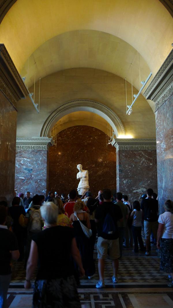 卢浮宫,米洛的阿佛洛狄忒周围的人群
