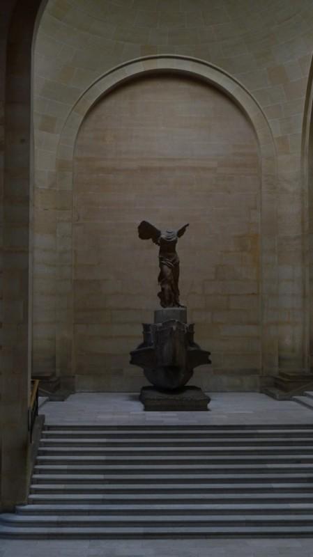 卢浮宫,萨摩忒雷斯的胜利女神