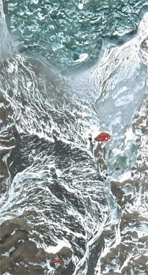 白色的线条都是冰川融水的溪流