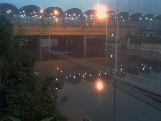 暴雨过后的知春路积水