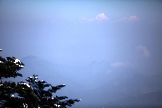 从峨眉金顶远眺贡嘎雪山