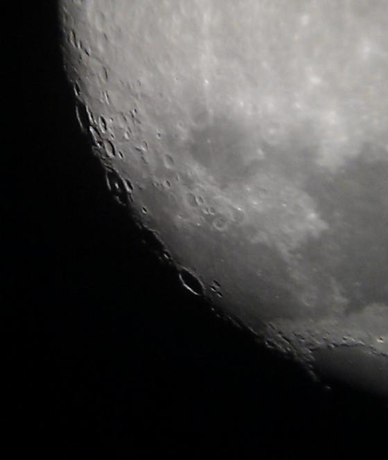 晨昏线上的一串环形山 自下而上:Langrenus, Vendelin, Petavius, Furnerius