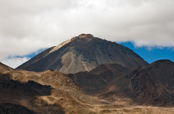 Sairecabur, by Gerard Prins, Licensed under CC BY-SA 3.0 via Wikimedia Commons