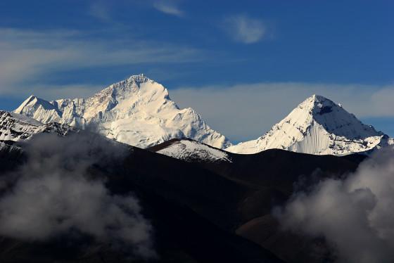 马卡鲁峰(左),2006年7月29日,久乌拉山口