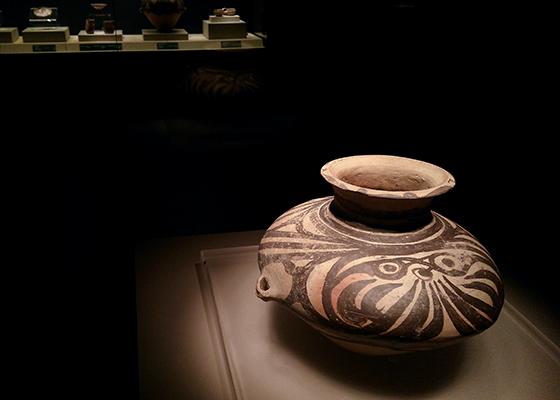 马家窑文化·对鸟纹彩陶壶·联想乐檬K32拍摄